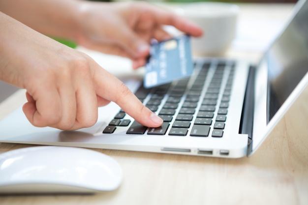 Oszustwo kredytowe, czyli m. in. uzyskanie kredytu, pożyczki pieniężnej, dotacji od banku na podstawie przerobionego, podrobionego, nieprawdziwego i nierzetelnego dokumentu, pisma