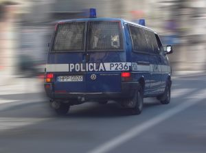 Ucieczka samochodem przed pościgiem prowadzonym przez Policję lub Straż Miejską