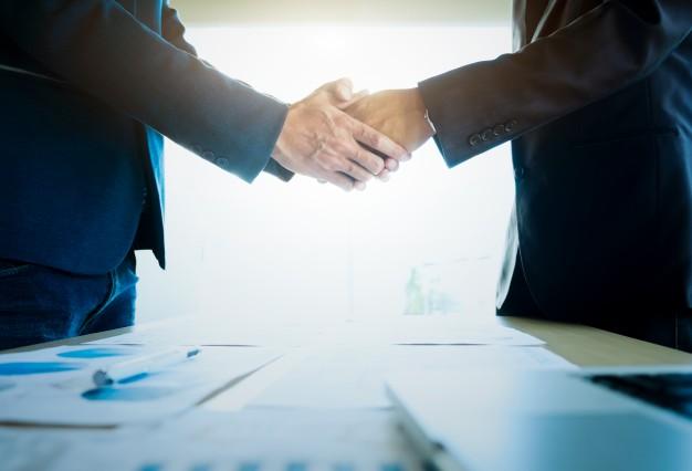 Wprowadzenie w błąd i oszukanie zarządu czy wspólnika spółki