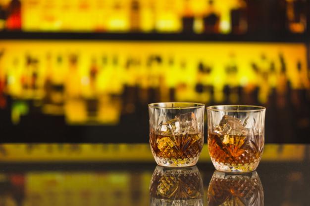 Prowadzenie i kierowanie samochodem w stanie nietrzeźwości i wpływem alkoholu wbrew wcześniej zakazowi sądu do prowadzenia pojazdu - art. 178a § 1 KK i art. 244 KK