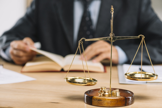 Oszustwo sądowe i wprowadzenie w błąd sędziego