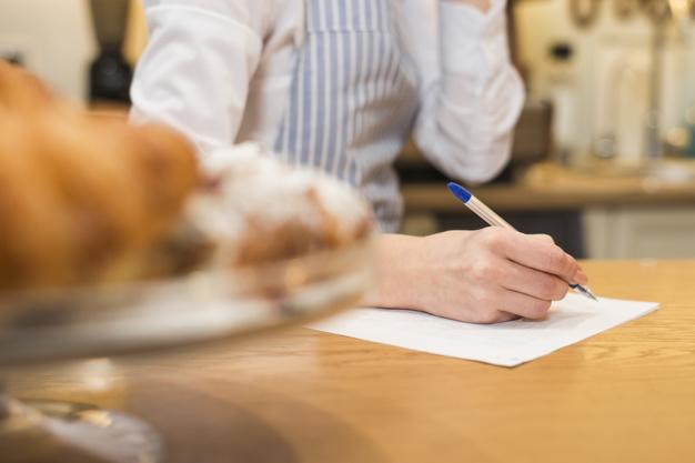 Pokrzywdzony i poszkodowany fałszerstwem, podrobienie czy przerobieniem dokumentu oraz umowy – art. 270 kk.