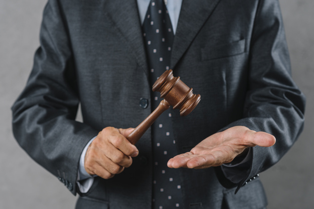 Uniemożliwienie lub utrudnienie wykonania wyroku czy postanowienia sądu poprzez sprzedaż, darowiznę czy ukrywanie majątku przez dłużnika – art. 300 § 2 kk