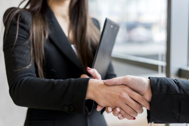 Związek z działaniem na szkodę lub niekorzyść spółki czy firmy – art. 296 kk