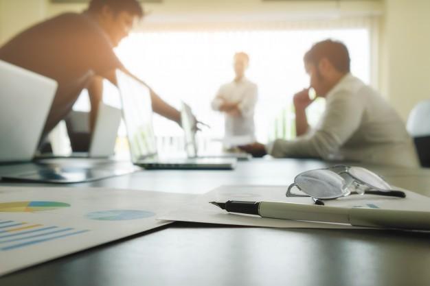 Zajmowania się sprawami majątkowymi lub działalnością gospodarczą i nadużycie uprawnień czy niedopełnienie obowiązku poprzez wyrządzenie szkody firmie albo spółce – art. 296 kk