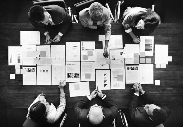 Nadużycie i przekroczenie uprawnień w spółce czy firmie na jej niekorzyść – art. 296 kk
