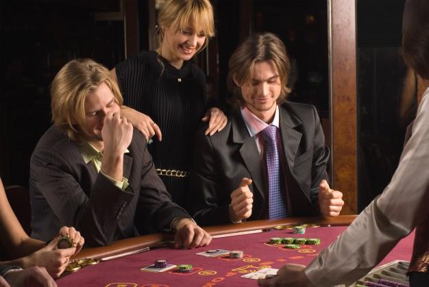 Prowadzenie lub urządzanie wbrew przepisom ustawy lub warunkom koncesji czy zezwolenia gier losowych, na automacie lub zakładów wzajemnych