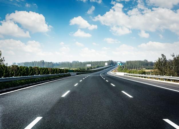 Wypadek drogowy przy zmianie kierunku jazdy i pasa ruchu samochodem