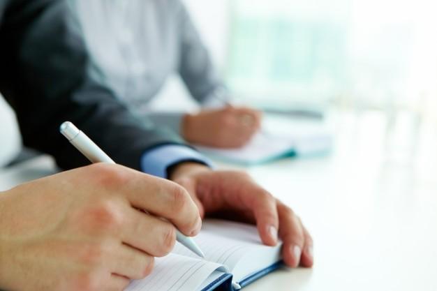 Nadużycie uprawnień, niedopełnienie i przekroczenie obowiązków przez funkcjonariusza publicznego lub urzędnika w zamian za pieniądze czy łapówkę – art. 231 § 2 kk