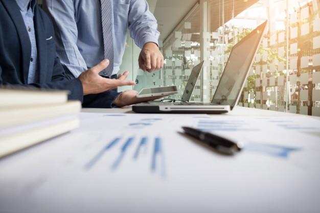 Odpowiedzialność członka zarządu lub wspólnika za działanie na szkodę firmy czy spółki – art.  296 kk