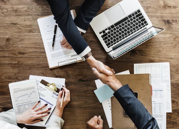 Spowodowanie straty czy szkody przez niedopełnienie obowiązków w firmie czy spółce – art. 296 kk